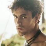 Enrique Iglesias feat. Sean Garrett - Away