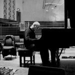 Table Vs. Ludovico Einaudi - Memory